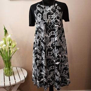 LuLaRoe Carly Swing Dress Geo Black/White XXS